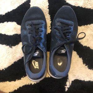 Nike international sneakers